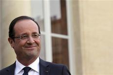 """Las autoridades francesas criticaron airadamente el viernes un artículo del semanario británico The Economist que acusa a Francia de ser una """"bomba de tiempo en el corazón de Europa"""" y un peligro para el euro, y catalogaron al medio de sensacionalista. En la imagen, el presidente francés François Hollande durante un acto oficial en París, el 15 de noviembre de 2012. REUTERS/Philippe Wojazer"""