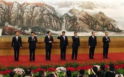 Novos membros do comitê do Politburo chinês (D para E) Zhang Gaoli, Liu Yunshan, Zhang Dejiang, Xi Jinping, Li Keqiang, Yu Zhengsheng e Wang Qishan reúnem-se para coletiva de imprensa no Grande Salão do Povo, em Pequim. 15/11/2012 REUTERS/Carlos Barria