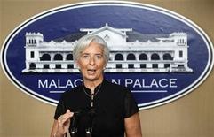 <p>La directora gerente del Fondo Monetario Internacional (FMI), Christine Lagarde, durante una conferencia de prensa en el palacio presidencial de Manila, nov 16 2012. Una reunión fundamental del Eurogrupo que se llevará a cabo la próxima semana para analizar la situación de Grecia debe forjar un acuerdo que ponga a la insolvente economía del país en una trayectoria sostenible, dijo el viernes la directora gerente del Fondo Monetario Internacional (FMI), Christine Lagarde. REUTERS/Cheryl Ravelo</p>