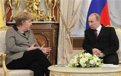 Russian President Vladimir Putin (R) talks with German Chancellor Angela Merkel during their meeting in Moscow's Kremlin November 16, 2012. REUTERS/Yuri Kochetkov/Pool