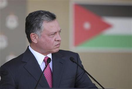 Jordan's King Abdullah addresses a large gathering of opposition and tribal figures at the royal palace in Amman October 23, 2012. REUTERS/Yousef Allan/Royal Palace/Handout