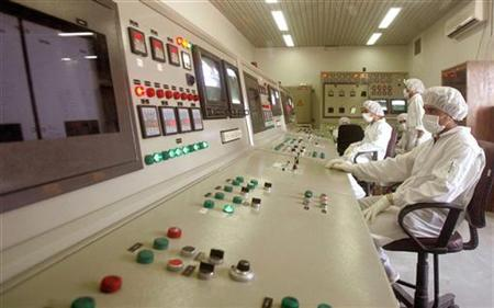 Technicians of Iran's Atomic Energy Organisation in a control room supervise resumption of activities at the Uranium Conversion Facility in Isfahan, 420 km (261 miles) [south of Tehran] August 8, 2005. REUTERS/Stringer/Files