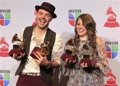 Jesse & Joy pose backstage with their four awards during the 13th Latin Grammy Awards in Las Vegas, Nevada, November 15, 2012. REUTERS/Steve Marcus