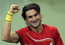 David Ferrer adelantó el viernes a España 1-0 en la final de la Copa Davis ante la República Checa que se disputa en Praga al derrotar a Radek Stepanek por 6-3, 6-4 y 6-4 en el primer partido. En la imagen, Ferrer celebra su victoria frente a Stepanek. REUTERS/David W Cerny