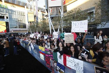 Fans wait at the premiere of ''The Twilight Saga: Breaking Dawn - Part 2'' in Los Angeles, California November 12, 2012. The movie opens in the U.S. on November 16. REUTERS/Mario Anzuoni