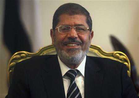 Egypt's President Mohamed Mursi smiles during a meeting with IMF Managing Director Christine Lagarde at the Presidential Palace in Cairo, August 22, 2012. REUTERS/Amr Abdallah Dalsh