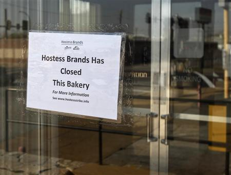 A sign taped onto the door of Hostess plant is seen in St. Louis, Missouri November 16, 2012. If Hostess Brands wins court approval to liquidate next week, it is likely to encounter substantial demand for its portfolio of iconic snack cakes and baked goods like Twinkies and Wonder Bread, investors and industry experts said on Friday. REUTERS/Sarah Conard