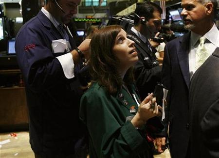 Traders work on the floor of the New York Stock Exchange October 13, 2008. REUTERS/Shannon Stapleton