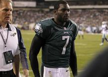 Philadelphia Eagles quarterback Michael Vick leaves the field with a concussion while playing against the Dallas Cowboys during the second quarter of their NFL football game in Philadelphia, Pennsylvania, November 11, 2012. REUTERS/Tim Shaffer