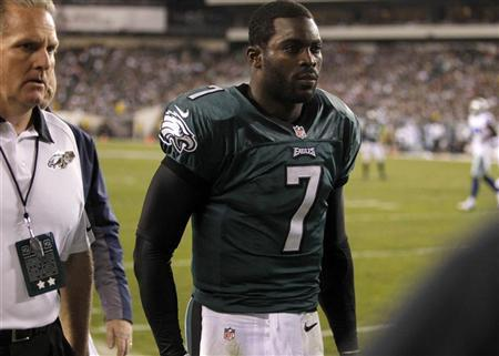 Eagles' Vick out with concussion, rookie Foles in