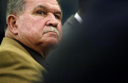 Former National Football League player and coach Mike Ditka listens during a hearing on Capitol Hill in Washington September 18, 2007. REUTERS/Kevin Lamarque