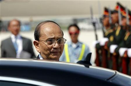 Myanmar President's Thein Sein arrives at Vientiane airport in Laos November 4, 2012. REUTERS/Sukree Sukplang