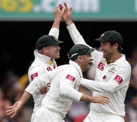Australia's David Warner, Michael Hussey and Rob Quiney (L-R) celebrate the dismissal of South Africa's AB de Villiers during their first cricket test match at the Gabba in Brisbane November 11, 2012. REUTERS/Aman Sharma