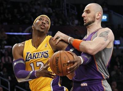 Lakers hint at ''Showtime'' by torching the Suns