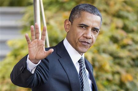 U.S. President Barack Obama waves as he walks to Marine One before departing for a trip to Thailand, Burma and Cambodia from the White House in Washington November 17, 2012. REUTERS/Joshua Roberts