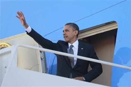 U.S. President Barack Obama steps aboard Air Force One at Andrews Air Force Base near Washington November 17, 2012. Obama is traveling to Thailand, Myanmar and Cambodia. REUTERS/Jason Reed