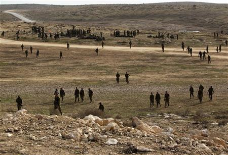 Israeli soldiers take part in a drill simulating a possible ground invasion into the Gaza Strip, at a base south of the West Bank city of Hebron November 17, 2012. REUTERS/Amir Cohen