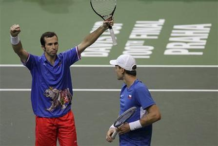 Czech Republic's Tomas Berdych (R) and Radek Stepanek celebrate after winning over Spain's Marc Lopez and Marcel Granollers during their Davis Cup tennis tournament doubles final match in Prague November 17, 2012. REUTERS/David W Cerny