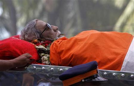 The body of Bal Thackeray is carried on a vehicle during his funeral procession in Mumbai, November 18, 2012. REUTERS/Vivek Prakash