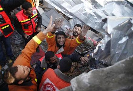Members of the Palestinian Civil Defense search for victims under the rubble of a destroyed house after an Israeli air strike in Gaza City November 18, 2012. REUTERS-Suhaib Salem