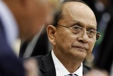 Myanmar's President Thein Sein attends a session of the 21st ASEAN (Association of Southeast Asian Nations) and East Asia summits in Phnom Penh November 18, 2012. REUTERS/Samrang Pring