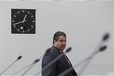 Sigmar Gabriel, the leader of the Social Democratic Party (SPD) arrives at a meeting of the SPD faction before a parliamentary vote on a Spanish bank aid package in Berlin July 19, 2012. Chancellor Angela Merkel's authority within her centre-right coalition was at stake on Thursday when uneasy German lawmakers vote on Berlin's contribution to a euro zone aid package for Spain's ailing banks. REUTERS/Thomas Peter (GERMANY - Tags: POLITICS)