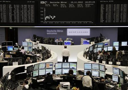 Traders are pictured at their desks in front of the DAX board at the Frankfurt stock exchange November 15, 2012. REUTERS/Remote/Marthe Kiessling (GERMANY - Tags: BUSINESS)