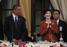 U.S. President Barack Obama watches on as Thailand's Prime Minister Yingluck Shinawatra arrives at a dinner at Government House in Bangkok, November 18, 2012. REUTERS/Jason Reed