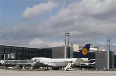 An aircraft of German air carrier Lufthansa stands in front of the newly built A-Plus terminal section at the Fraport airport during a guided media tour in Frankfurt September 28, 2012. REUTERS/Lisi Niesner