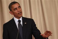 """Presidente dos EUA, Barack Obama, fala durante coletiva de imprensa conjunta com primeiro ministro tailandês, em Bangcoc. Obama insistiu neste domingo que Israel tinha o direito de se defender, mas disse que seria """"preferível"""" evitar uma ofensiva terrestre israelense na Faixa de Gaza. 18/11/2012 REUTERS/Sukree Sukplang"""