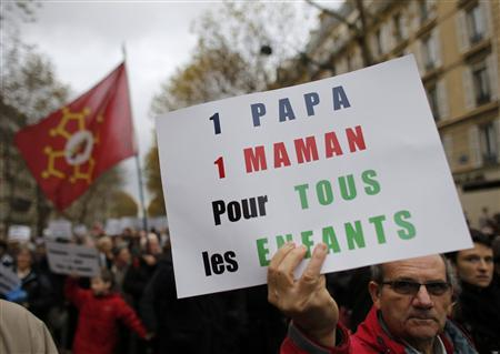Opponents of same-sex marriage demonstrate against the government's draft law to legalise marriage and adoption for same-sex couples in Paris, November 18, 2012. REUTERS/Christian Hartmann