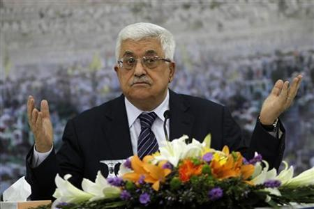 Palestinian President Mahmoud Abbas gestures during a news conference in the West Bank city of Ramallah November 16, 2012. REUTERS/Mohamad Torokman