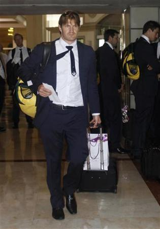 Australian cricketer Shane Watson arrives at a hotel ahead of the World Twenty20 cricket series in Colombo September 12, 2012. REUTERS/Stringer
