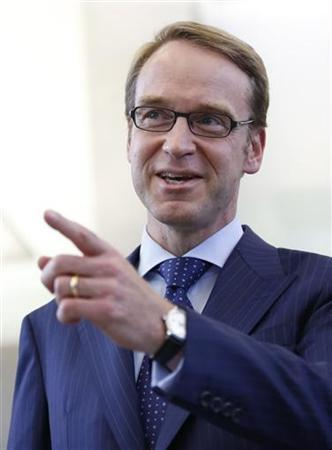 Jens Weidmann, president of German Bundesbank arrives for a news conference in Frankfurt September 26, 2012. REUTERS/Alex Domanski (GERMANY - Tags: BUSINESS POLITICS)