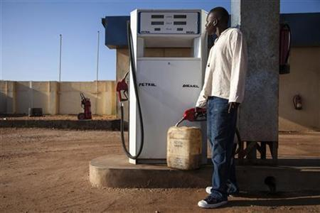A man fills a jerry can with diesel at a fuel station in Juba October 11, 2012. REUTERS/Adriane Ohanesian/Files