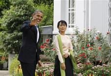 Il presidente Usa Barack Obama è la leader dell'opposizione democratica birmana e premio Nobel per la pace Aung Suu Kyi a Yangon. REUTERS/Soe Zeya Tun