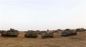 Israel prefere tentar decisão diplomática, mas cogita invasão terrestre da Faixa de Gaza. 19/11/2012 REUTERS/Ronen Zvulun