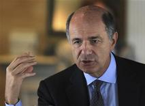 Il ministro dello Sviluppo economico, Corrado Passera. REUTERS/Paulo Whitaker