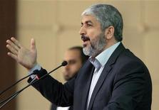 Líder do Hamas, Khaled Meshaal, participa da 8a Conferência Geral do Movimento Islâmico Sudanês em Khartoum, Sudão. Khaled Meshaal disse nesta segunda-feira que Israel deve interromper o que ele chamou de ataques à Faixa de Gaza e suspender o bloqueio ao território palestino em troca pela trégua que, segundo ele, o governo israelense deseja. 15/11/2012 REUTERS/Mohamed Nureldin Abdallah
