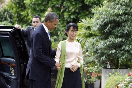 U.S. President Barack Obama and Myanmar's opposition leader Aung San Suu Kyi shakes hands during their meeting at her home in Yangon November 19, 2012.REUTERS/Soe Zeya Tun