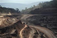 Visão geral da mina de extração de minério de ferro na Floresta Nacional de Carajás em Parauapebas, Pará. A Vale informou nesta segunda-feira em comunicado que recebeu licença de instalação do Ibama para a expansão da Estrada de Ferro Carajás (EFC), que liga as operações de mineração da Vale no Estado do Pará ao terminal marítimo de Ponta da Madeira, no Maranhão. 29/05/2012 REUTERS/Lunae Parracho