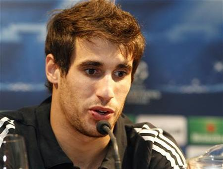 Bayern Munich's Javi Martínez speaks to the media during a news conference in Valencia, November 19, 2012. REUTERS/Heino Kalis