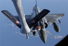 A French Mirage 2000 fighter jet refuels with an airborne Boeing C135 refuelling tanker aircraft from the Istres military air base during a refuelling operation above the Mediterranean Sea March 25, 2011. REUTERS/Jean-Paul Pelissier