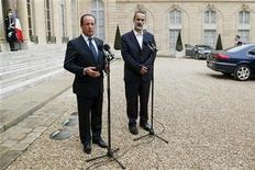 France's President Francois Hollande and the new Syrian National Coalition head Mouaz al-Khatib (R) speak to journalists in the courtyard following a meeting at the Elysee Palace in Paris, November 17, 2012. REUTERS/Benoit Tessier