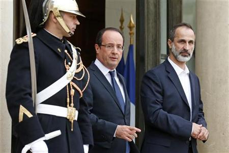 France's President Francois Hollande and the new Syrian National Coalition head Mouaz al-Khatib (R) arrive to speak to journalists following a meeting at the Elysee Palace in Paris, November 17, 2012. REUTERS/Benoit Tessier