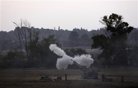 An Israeli mobile artillery unit fires a shell towards northern Gaza from its position outside the Gaza Strip November 19, 2012. REUTERS/Amir Cohen