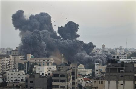 Smoke rises after Israeli air strikes in Gaza City November 19, 2012. REUTERS/Mohammed Salem