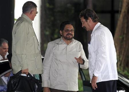 Colombia's FARC lead negotiator Ivan Marquez (C) arrives to talks in Havana November 19, 2012. REUTERS/Enrique De La Osa