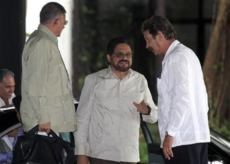 Colombia's FARC lead negotiator Ivan Marquez (C) arrives to talks in Havana November 19, 2012. REUTERS/Enrique De La Osa