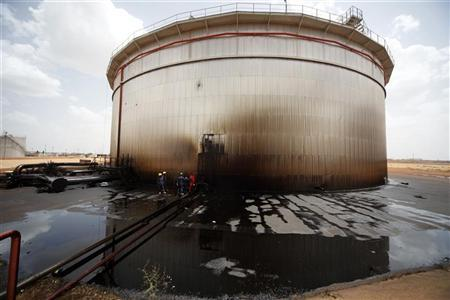 Sudanese engineers check the damage to an oil tank at a largely damaged oilfield in Heglig April 23, 2012. Picture taken April 23, 2012. REUTERS/Mohamed Nureldin Abdallah
